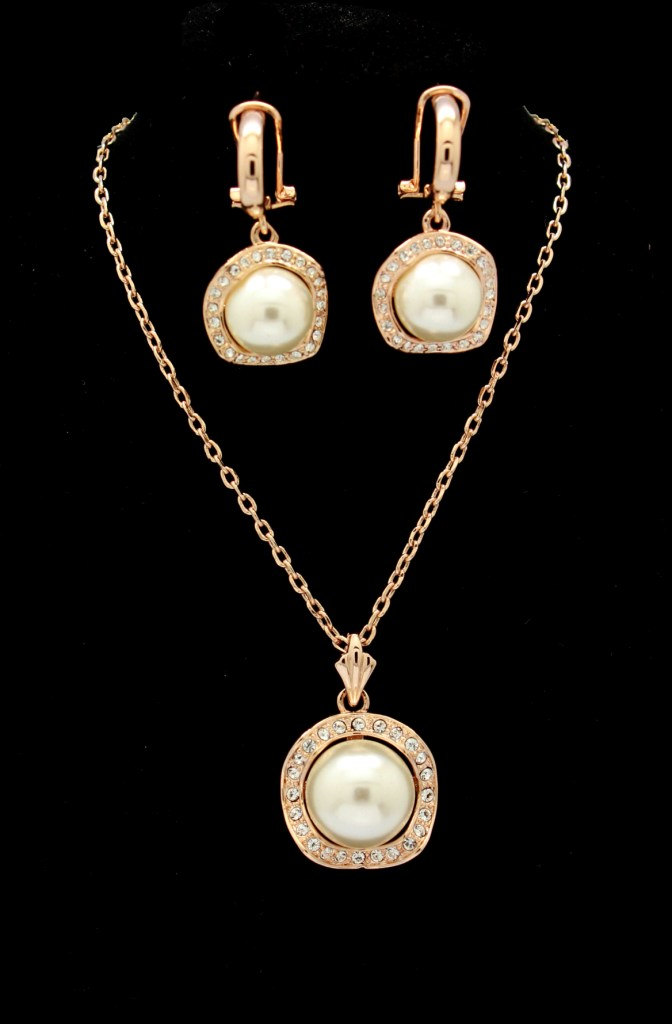 Solpresa Luxury Noble Pearl Pendant Earrings Set